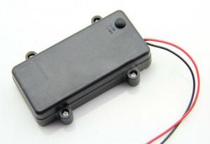 Koszyk hermetyczny na 2 baterie AA 1.5V z pokrywką i wyłącznikiem, czarny
