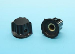 Gałka bakelitowa czarna GBCH13 13mm h=16 d=4mm