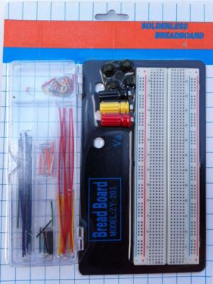 Płytka prototypowa 830 pól z podstawką + zestaw zworek 70sz