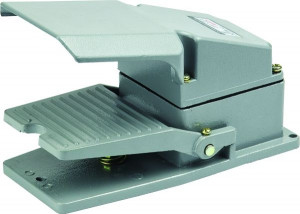Przełącznik nożny ON-(ON) 15A 250V, z osłoną PN03