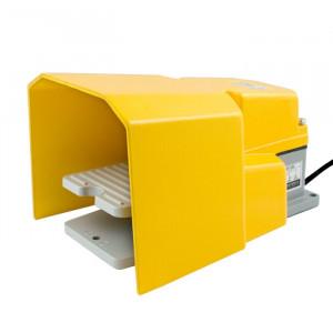Przełącznik nożny ON-OFF (bistabilny) 10A 250V,z osłoną i przewodem PN07